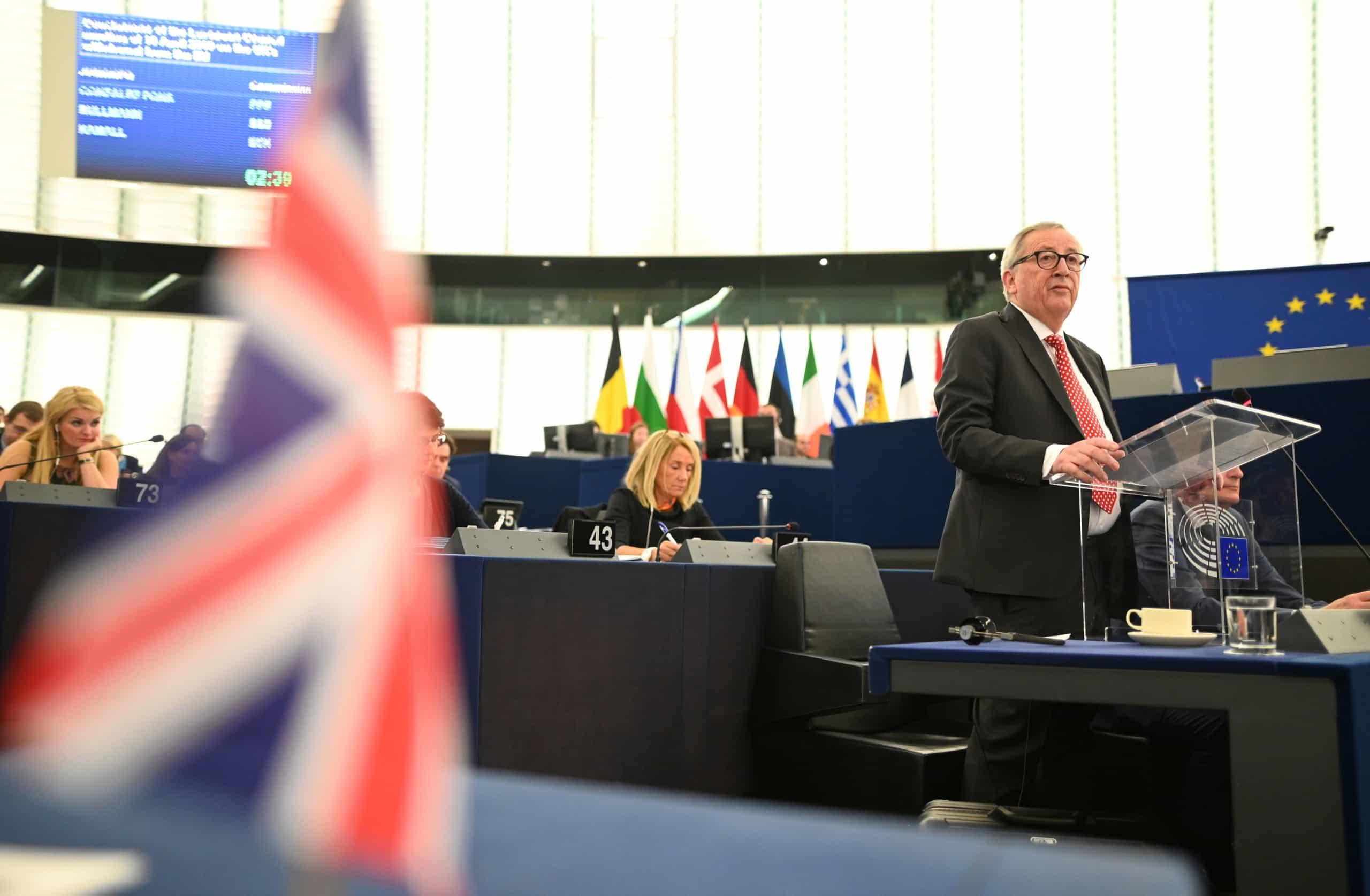 Juncker defende que 27 discutam futuro sem Reino Unido na sala