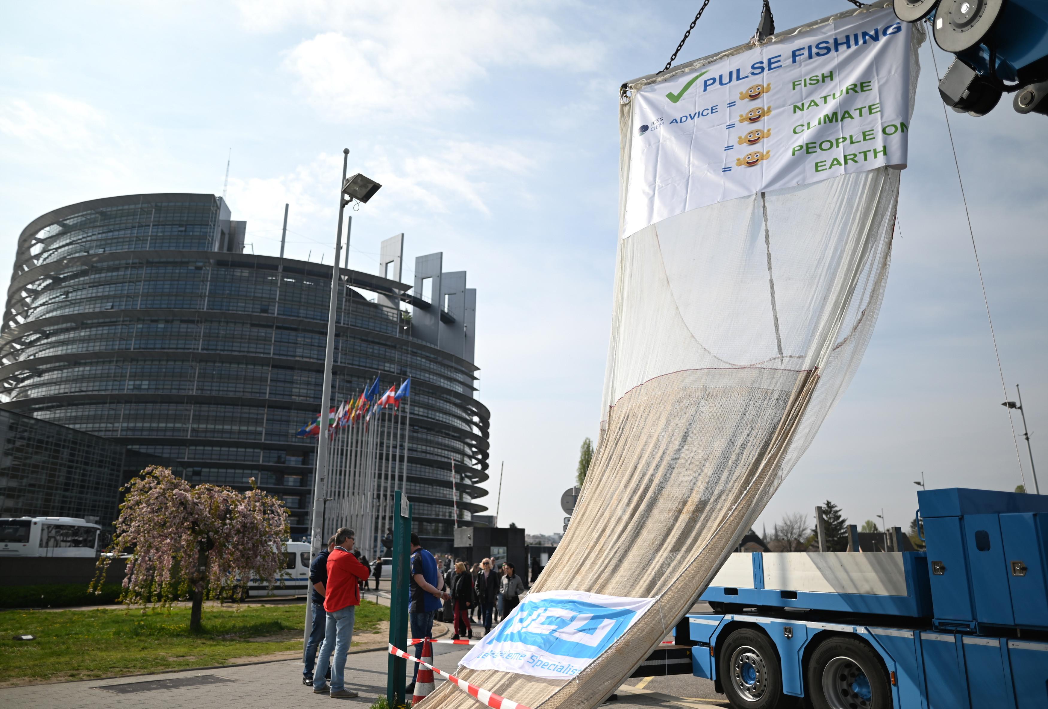 Eurodeputados dão 'luz verde' a nova lei que protege denunciantes na UE
