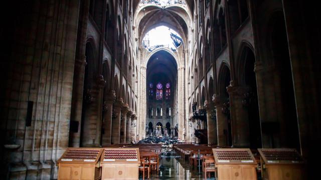 Últimos quadros que resistiram ao incêndio de Notre-Dame retirados hoje