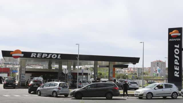 Condutores fazem fila para abastecer com receio de ficar sem combustível