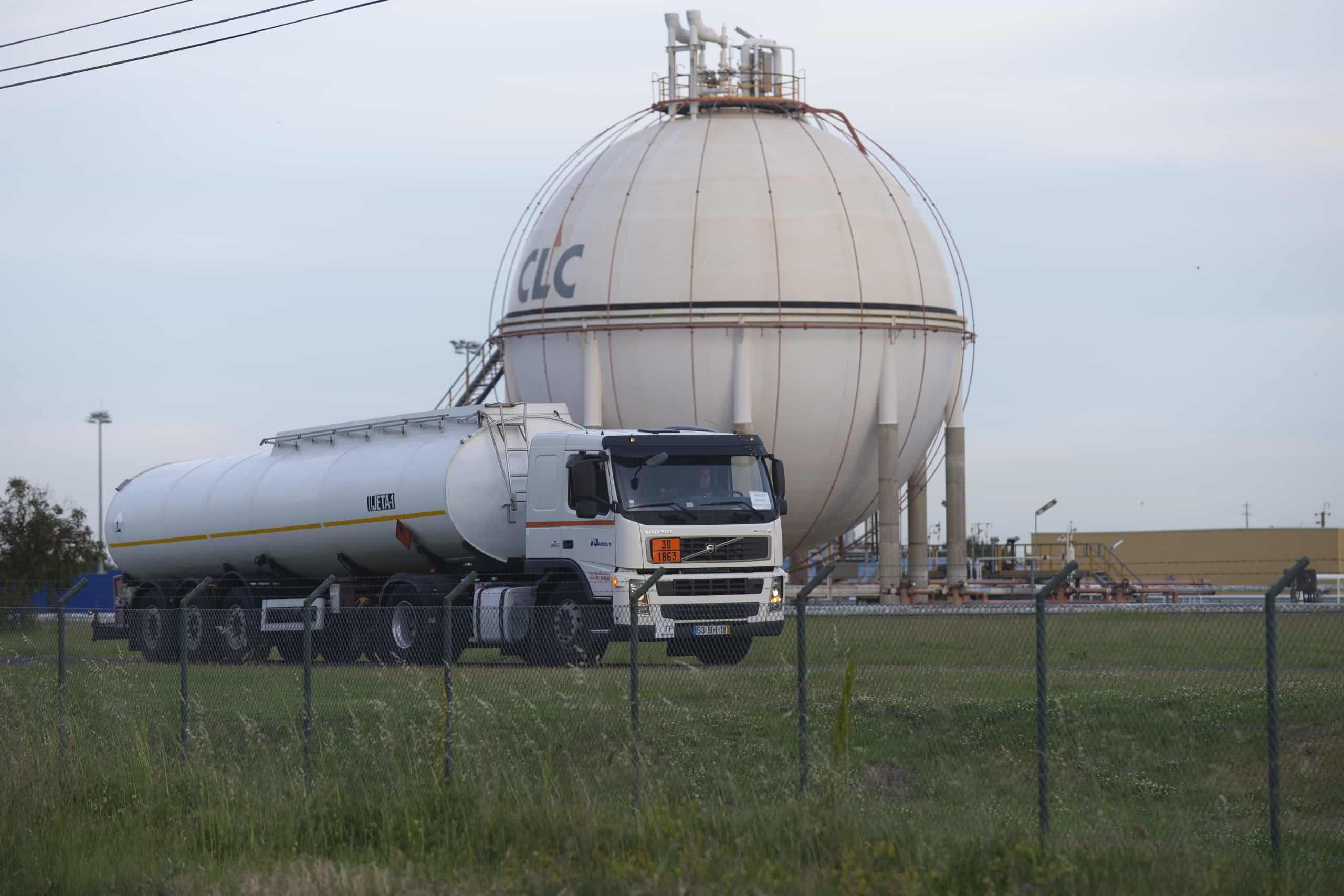 """Apetro admite que há """"número significativo"""" de postos sem combustível"""