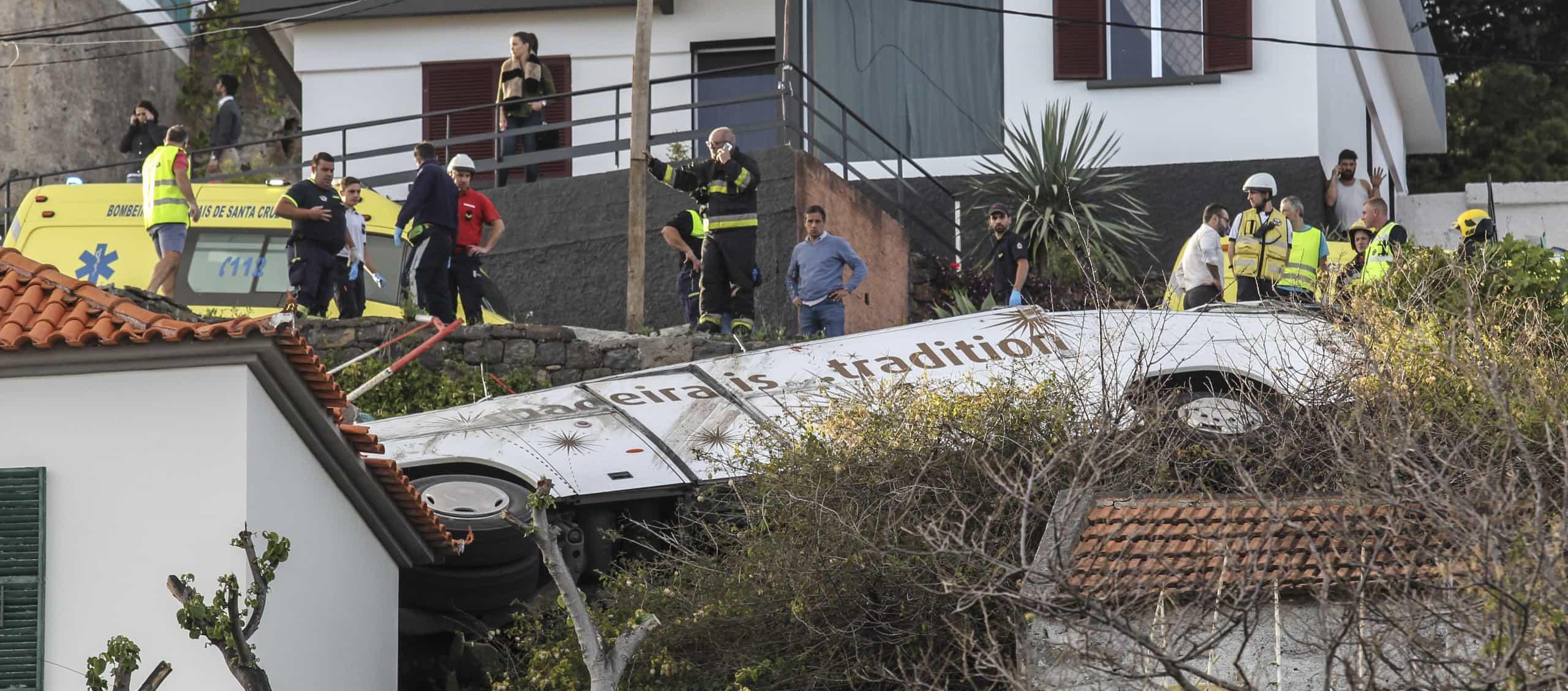 """""""Autocarro já foi retirado"""" e polícia está a fazer """"perícias no local"""""""