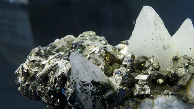 Polícia moçambicana apreende 800 quilos de pedras preciosas