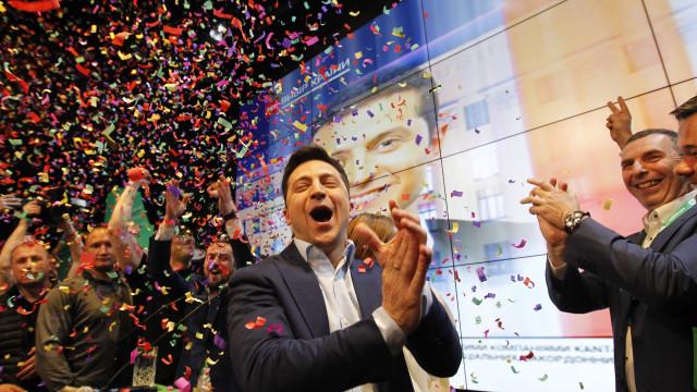 """Zelensky promete aos ucranianos que """"jamais"""" os deixará cair"""
