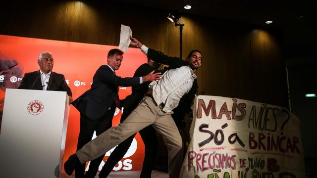 Jovens contra aeroporto do Montijo interrompem discurso de António Costa
