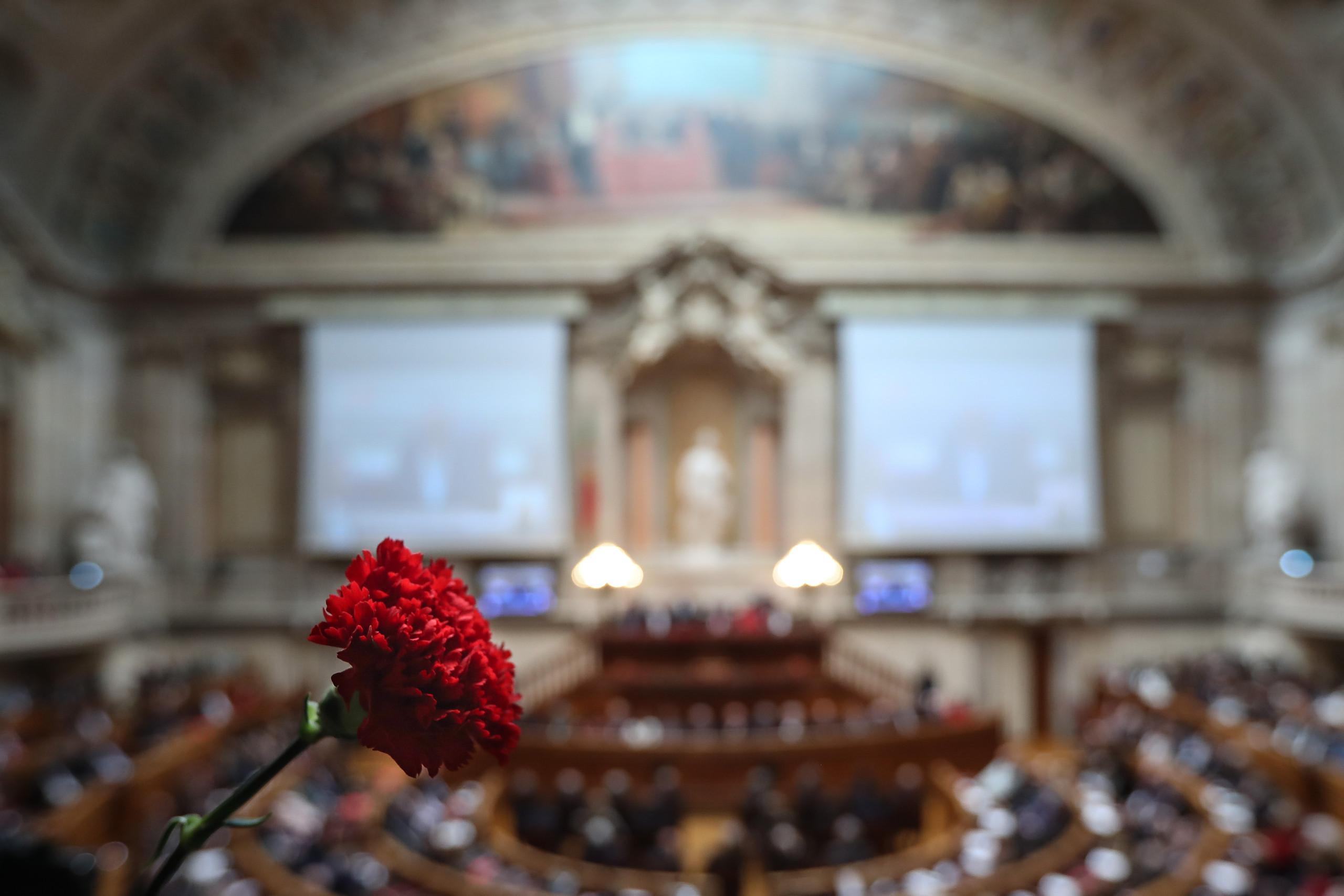 Marcelo pede mais ambição aos políticos enquanto partidos trocam recados