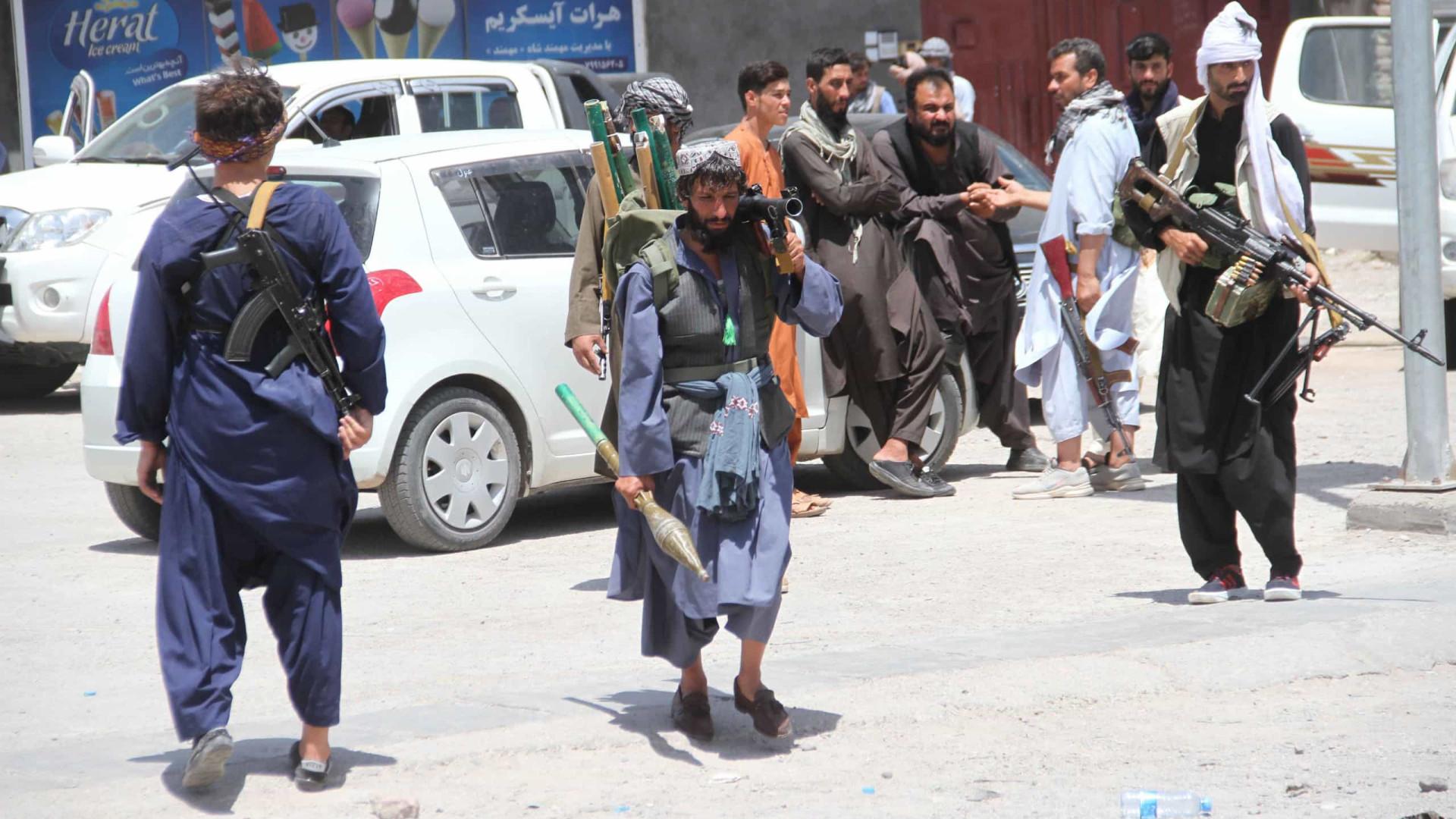 Afeganistão: UE apela a cessar-fogo e condena violência talibã