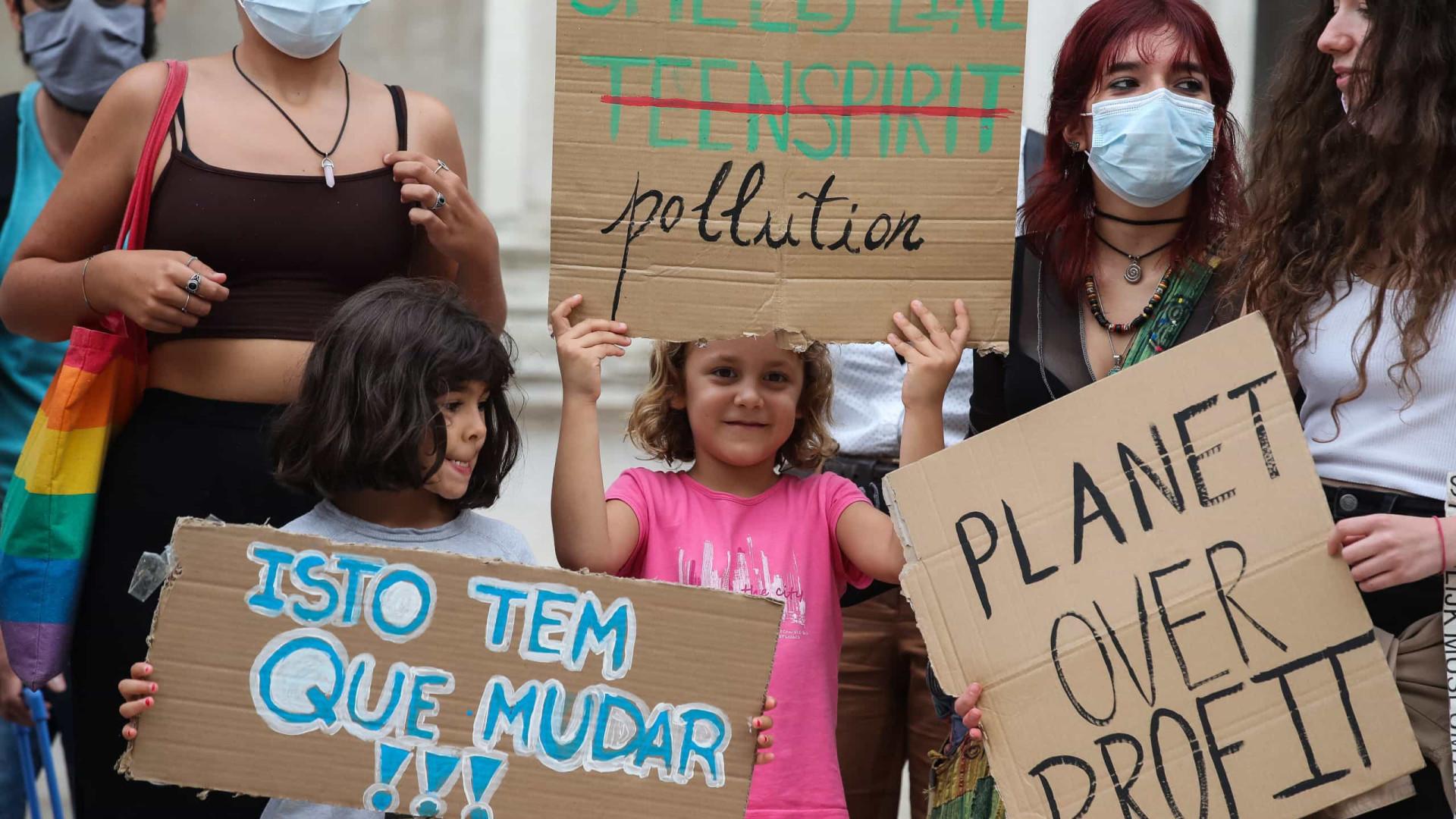 Jovens manifestam-se para exigir ação contra as alterações climáticas