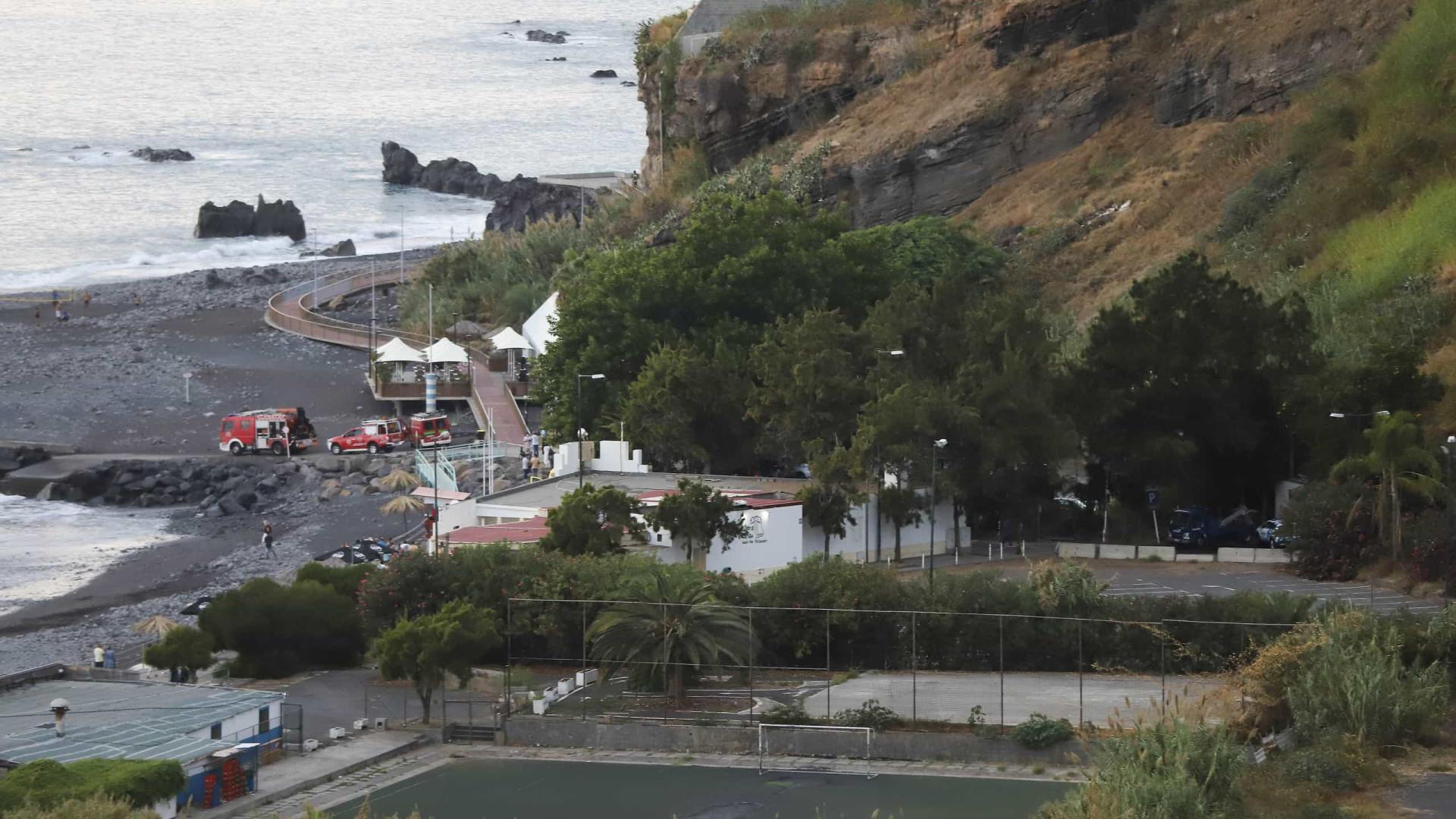 """Madeira. """"Não há mortos nem feridos"""" em derrocada na praia Formosa"""
