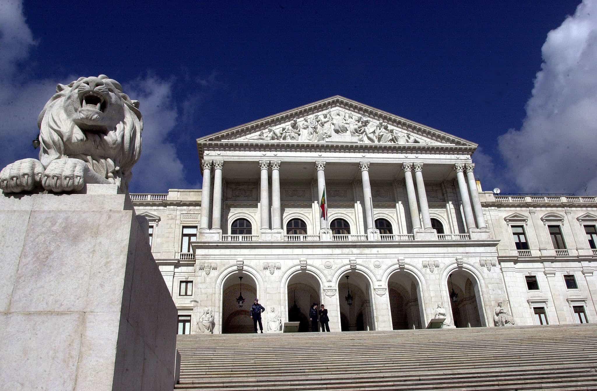 """Governo leva """"balanço e perspetivas"""" das políticas económicas ao debate"""