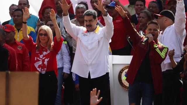 """Solução proposta pela oposição é """"tão autoritária"""" como a do regime"""