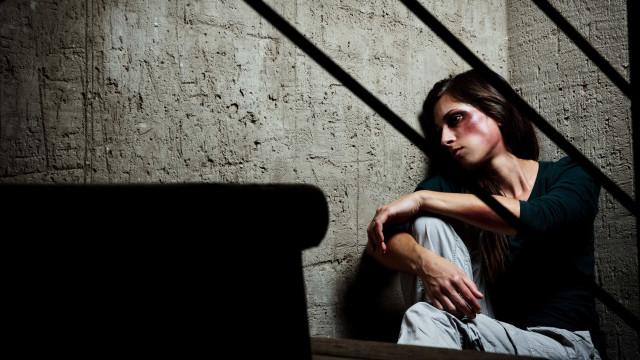 Vítimas de violência doméstica desenvolvem defesa que pode levar à morte