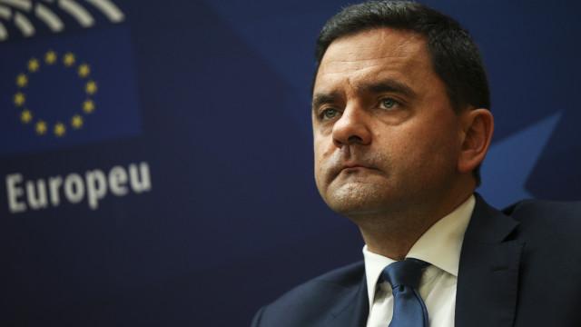 """PCP e Bloco devem esclarecer se """"estão com dois pés fora da Europa"""""""