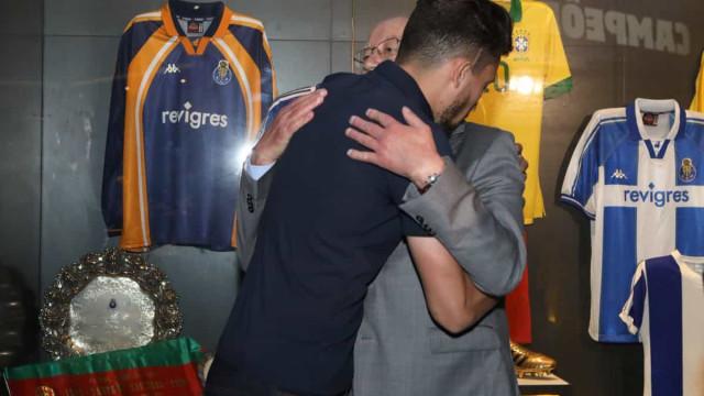As imagens do tocante gesto de Alex Telles para com o FC Porto