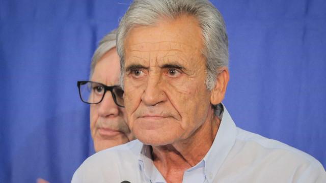 """Jerónimo reconhece que CDU protesta enquanto PS """"come e cala"""""""