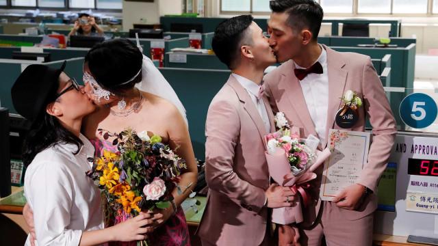 As (bonitas) imagens dos dois primeiros casamentos gay na Ásia