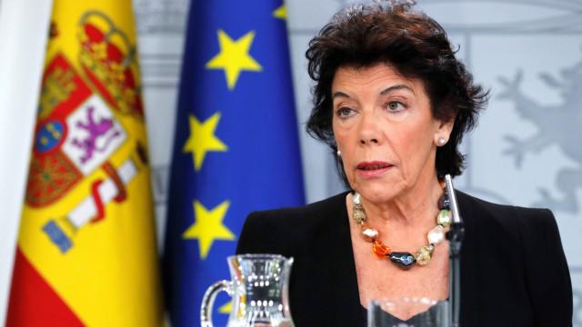 Espanha antecipa período difícil e saída dura após demissão de May