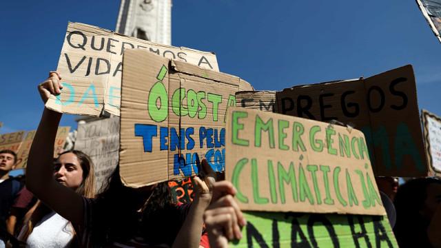 """Estudantes querem juntar-se a sindicatos para greve geral """"em setembro"""""""