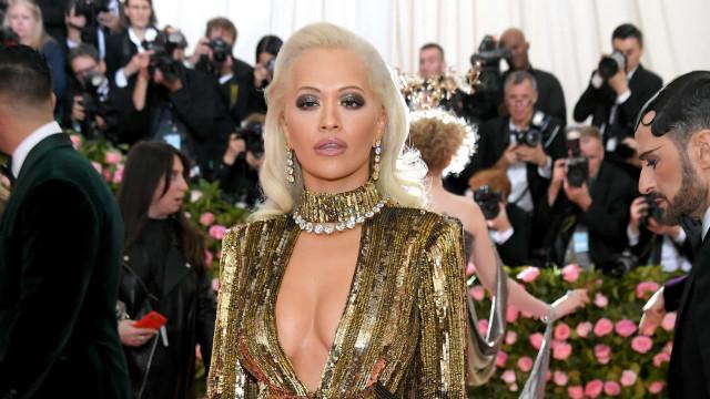 Joias de quatro milhões de dólares de Rita Ora ficam esquecidas em avião