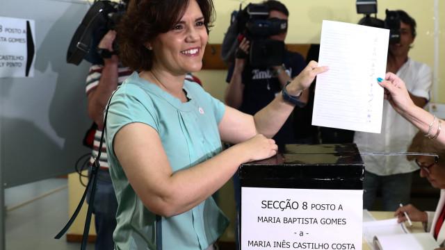 """Assunção Cristas faz apelo à participação em """"dia maravilhoso para votar"""""""