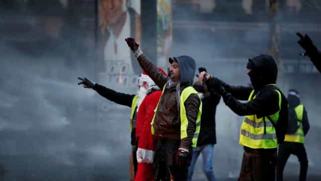 Coletes amarelos: Polícia dispersa início de manifestação em Toulouse