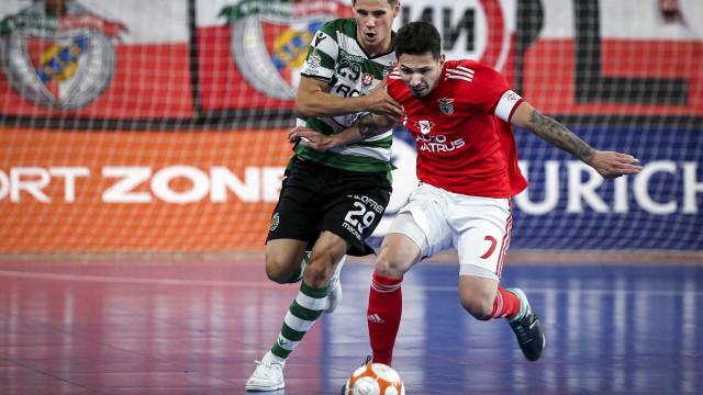 [4-3] Benfica-Sporting: Joga-se a segunda parte na Luz