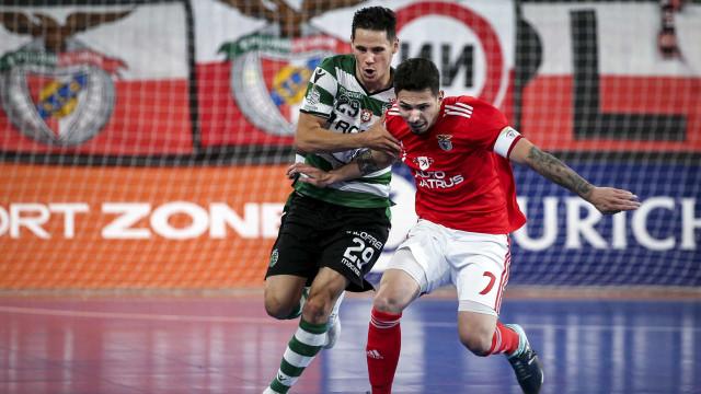 [4-3] Sporting lança o guarda-redes avançado em busca do empate