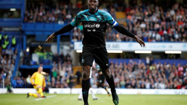 Super Bolt: Homem mais rápido do mundo também sabe marcar golos