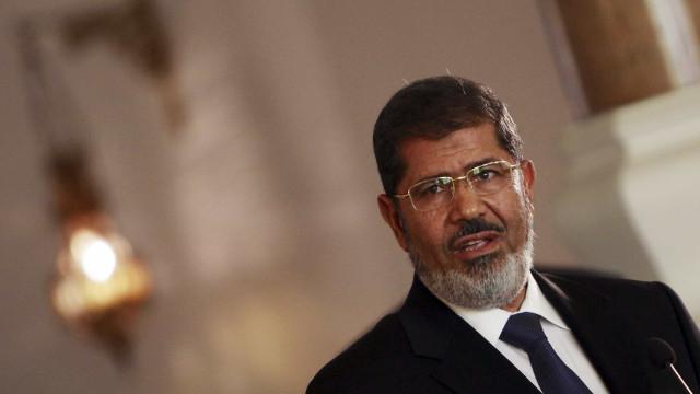 Ex-presidente do Egito Mohammed Morsi morre em tribunal