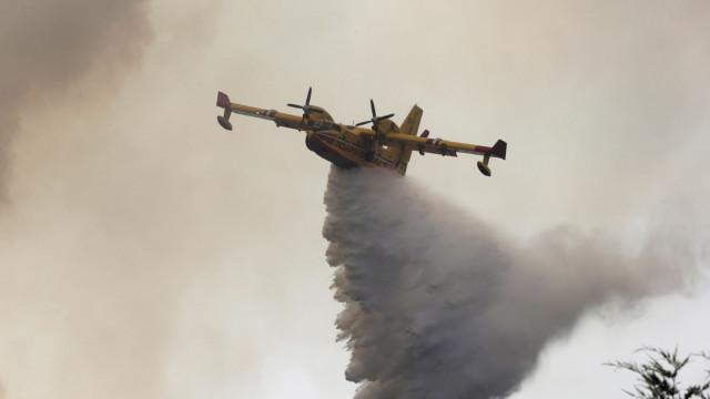 Seis meios aéreos mobilizados para combate a incêndio em Almodôvar