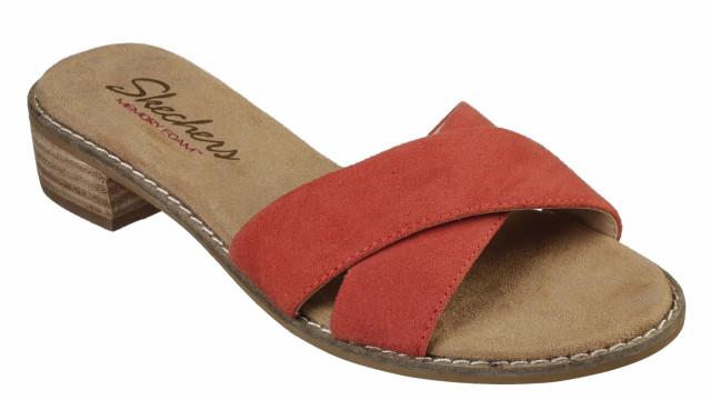 Skechers recebe o calor com sandálias para todos os estilos