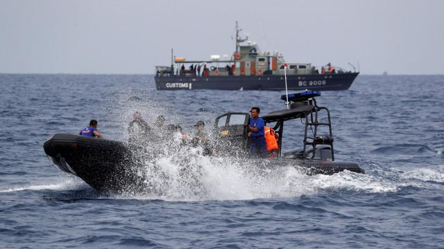 Naufrágio na Indonésia causa 18 mortos e um desaparecido