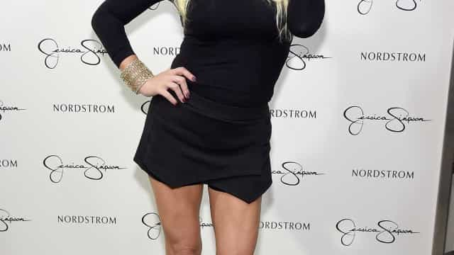 Jessica Simpson impressiona ao mostrar pernas antes e depois de dar à luz