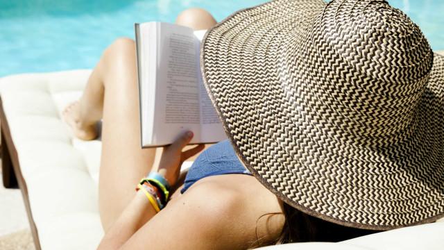 Tempo de ler e relaxar: Eis as cinco melhores leituras de verão