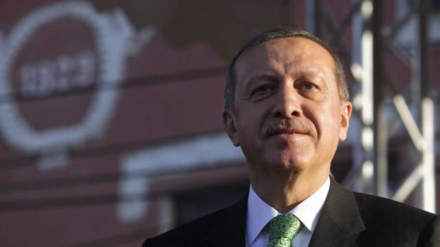 Erdogan acusa autoridades egípcias pela morte de ex-presidente Morsi