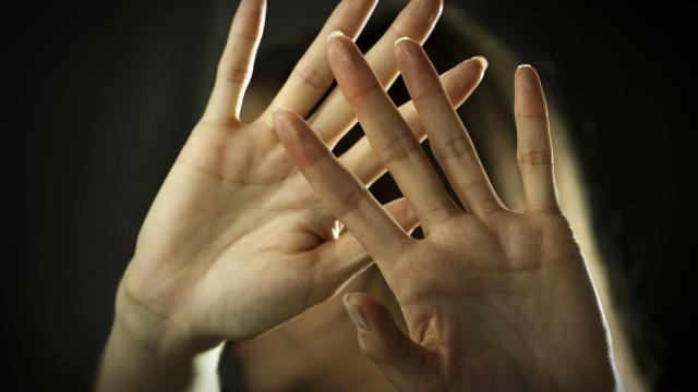 """""""Violência doméstica é crime. O teu silêncio não ajuda"""""""
