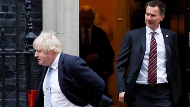 Jeremy Hunt em frente a frente com Boris Johnson para o lugar de May