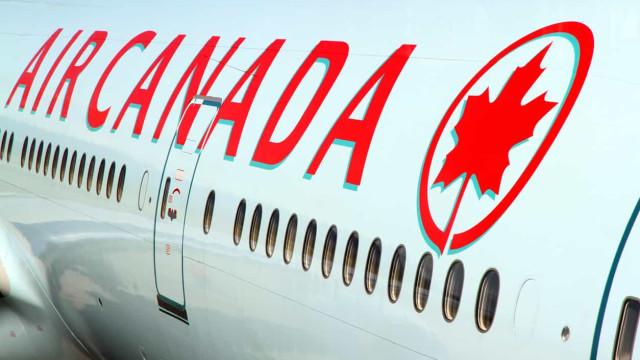 Mulher adormeceu em voo da Air Canada e foi deixada dentro do avião