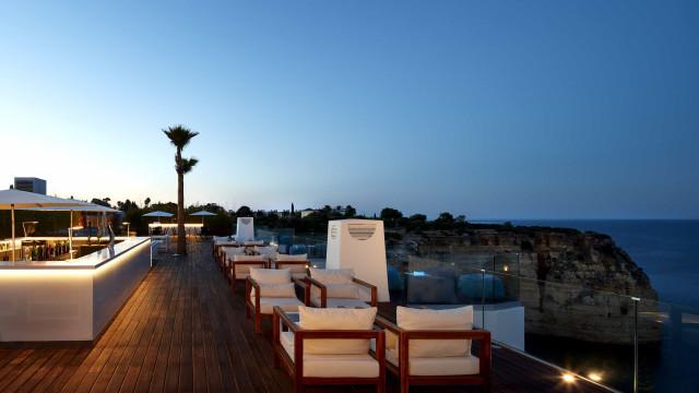 Sky Bar Carvoeiro recebe verão em festa e com os sunsets mais exclusivos