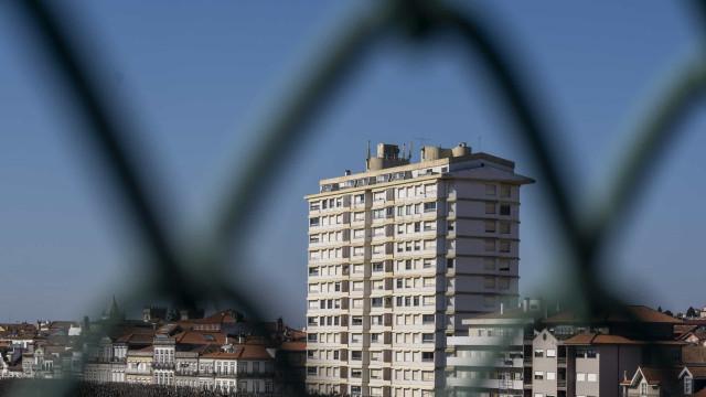 """Moradores do prédio Coutinho ficam em casa """"até ser legalmente possível"""""""