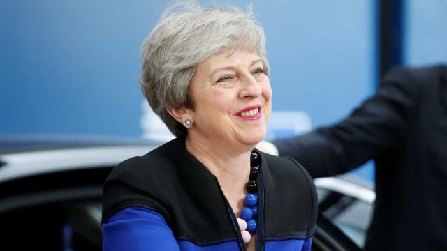 """May quer novos dirigentes a trabalhar """"construtivamente"""" com Reino Unido"""