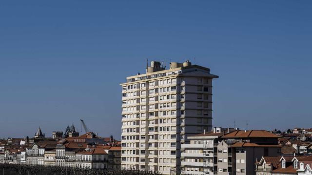 """VianaPolis """"recorrerá a todos meios legais"""" para tomar as habitações"""