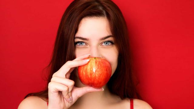 Seis alimentos que ajudam a combater o mau hálito
