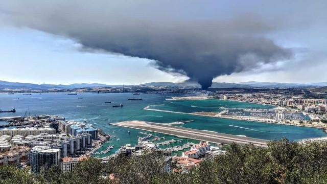 Incêndio em fábrica de químicos no sul de Espanha causa alarme