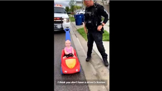 Criança é parada em operação STOP... pelo próprio pai