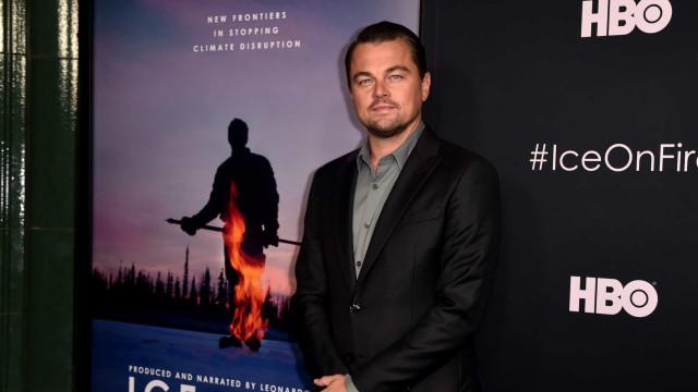 O momento em que Leonardo DiCaprio leva com uma bola de voleibol na cara