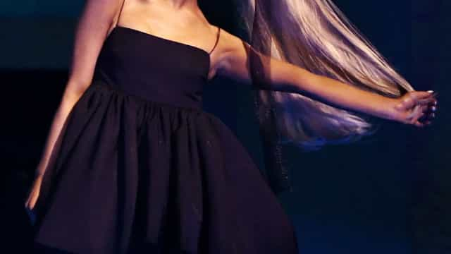 Looks que combinam com a imagem de marca de Ariana Grande: rabo de cavalo