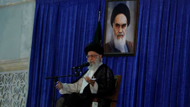 """Ayatollah Khamenei qualifica de """"enganosa"""" proposta de negociação dos EUA"""