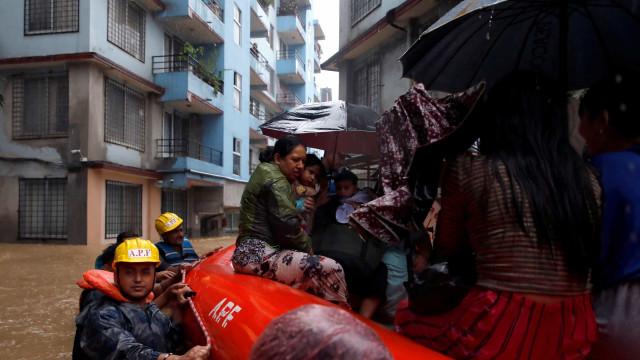 Pelo menos 180 mortos devido às monções no sul da Ásia