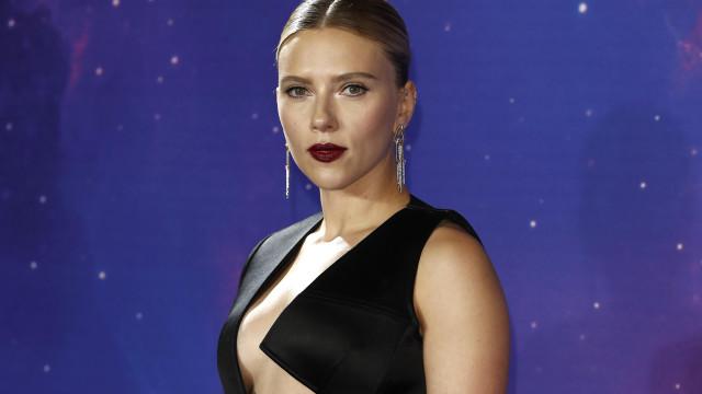 Scarlett Johansson diz que entrevista polémica foi manipulada